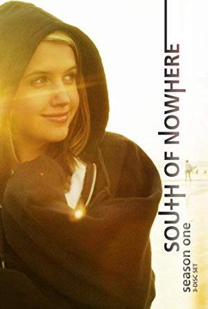 South of Nowhere  - MV5BMmUwZGZhZjItYzVkYi00MTZmLTk2YmEtMmIzMjY5MWY0Nzc4XkEyXkFqcGdeQXVyMzMwNzY5ODU  - Romance (seriály)