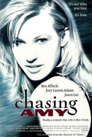 Chasing Amy  - MV5BZDM3MTg2MGUtZDM0MC00NzMwLWE5NjItOWFjNjA2M2I4YzgxXkEyXkFqcGdeQXVyMTQxNzMzNDI  - Filmy z roku 1990 – 1999